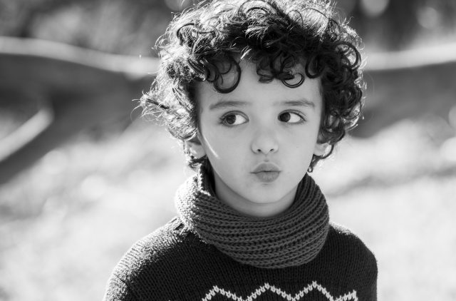 black-and-white-blur-child-289923